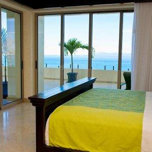Oceanfront Penthouse  -  Secondary Bedroom Ocean view