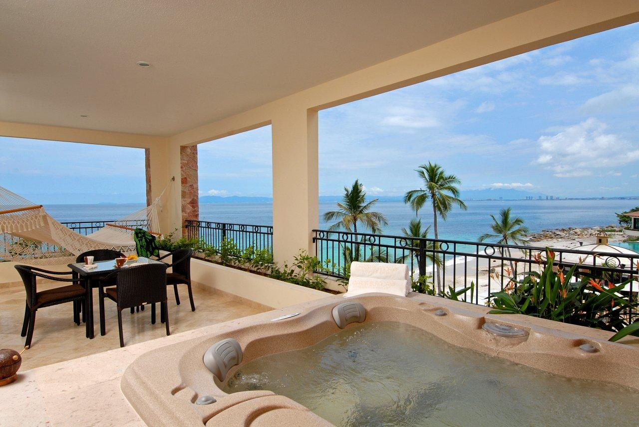 Romance Enjoy Our Honeymoon Suite