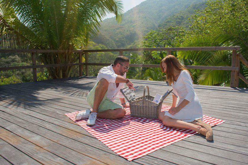 romance-enjoy-our-honeymoon-suite