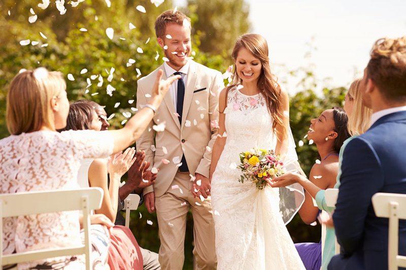 Benefits and drawbacks to a big wedding