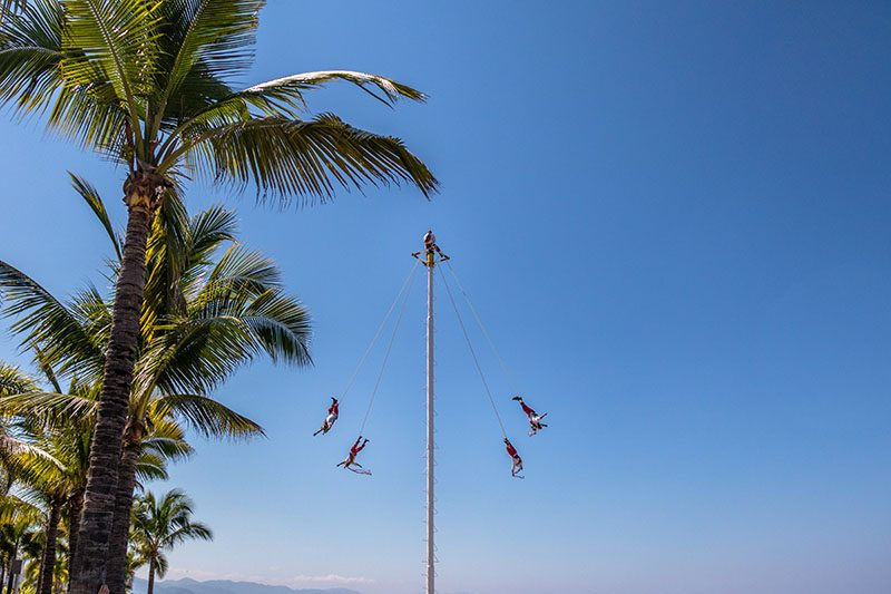 What is the history behind the Voladores de Papantla?