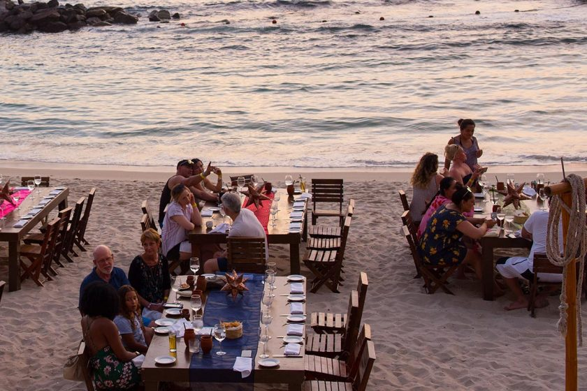 This Thanksgiving holiday, Garza Blanca Preserve Resort & Spa in Puerto Vallarta invites you to take part in our American Thanksgiving celebration with an incredible turkey feast on the beach