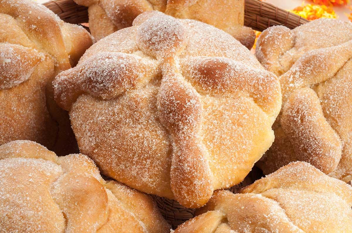 Bread of the dead (pan de muerto)