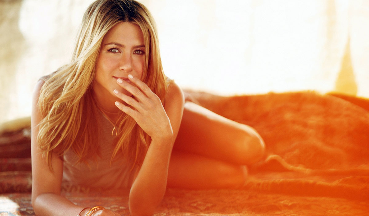 Jennifer Aniston Vacations in Los Cabos Mexico