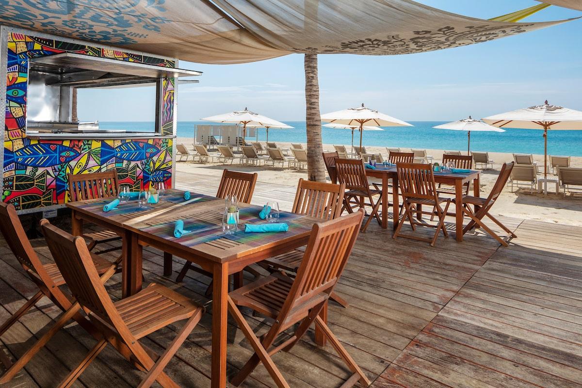 food truck beach restaurant in los cabos