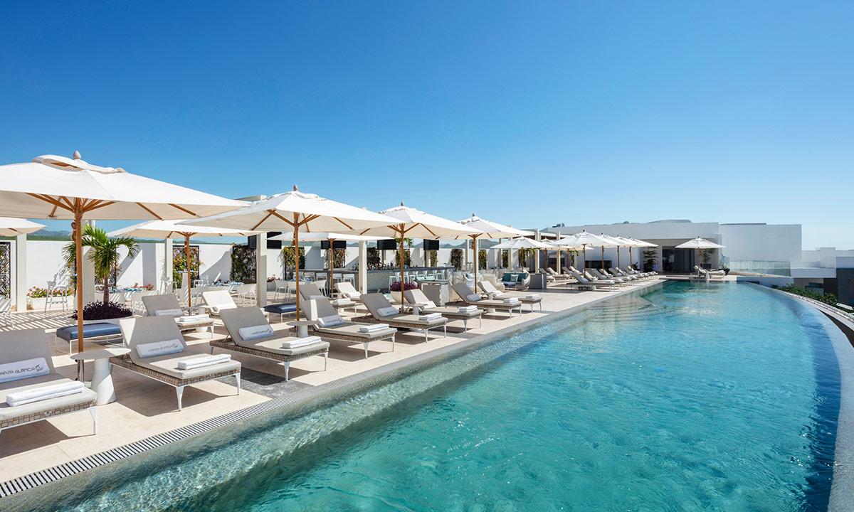 garza blanca pool beach lounge at rooftop