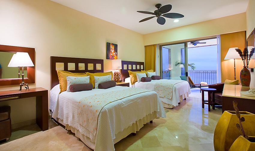 La habitación Deluxe cuenta con una cama tamaño king o dos camas queen,