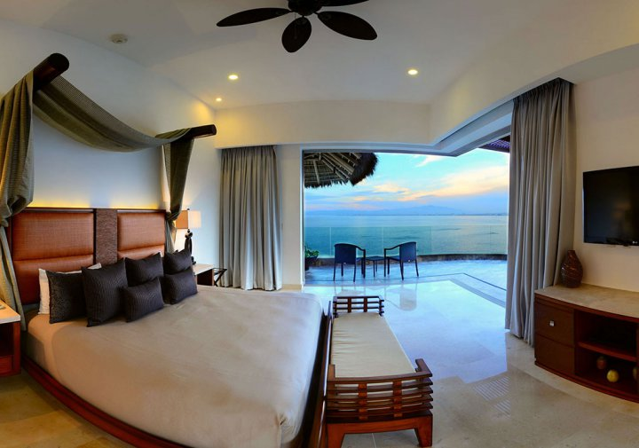 The Grand Penthouse - King size bed