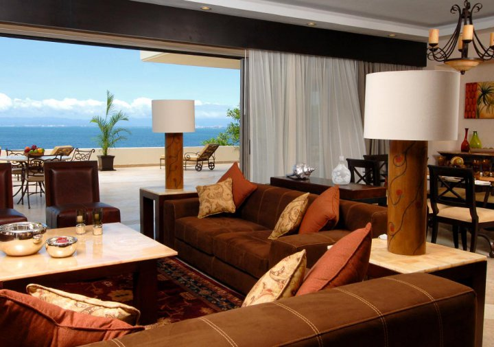 Oceanfront Penthouse - Living Room and Terrace