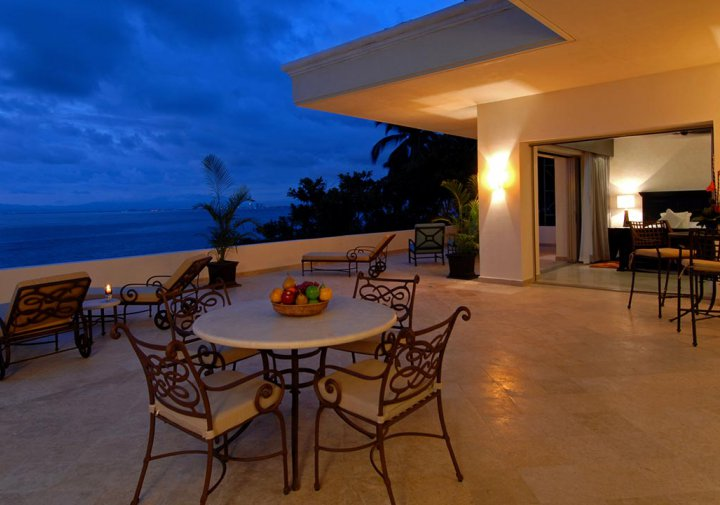 Oceanfront Penthouse - Private Terrace