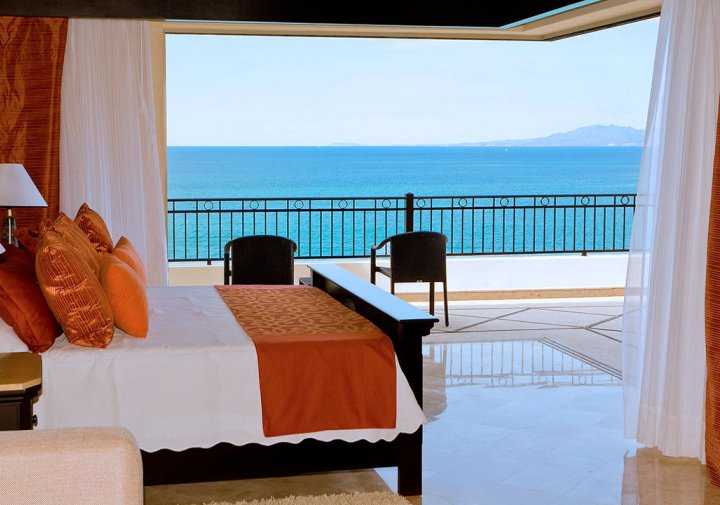 Oceanfront Penthouse  - Master Bedroom Ocean View