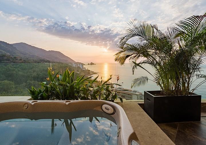 Terrace with Jacuzzi Three Bedroom Panorama Garza Blanca Resort