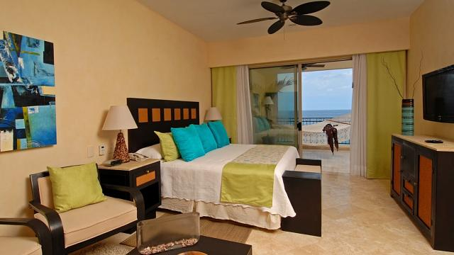 Three Bedroom Oceanfront Suite - Secondary Bedroom