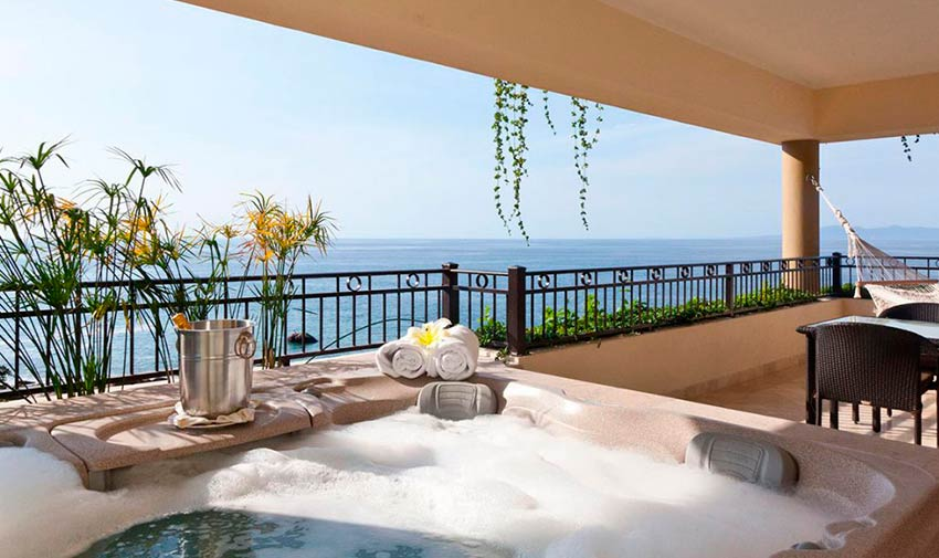 Panoramic view balcony and Jacuzzi