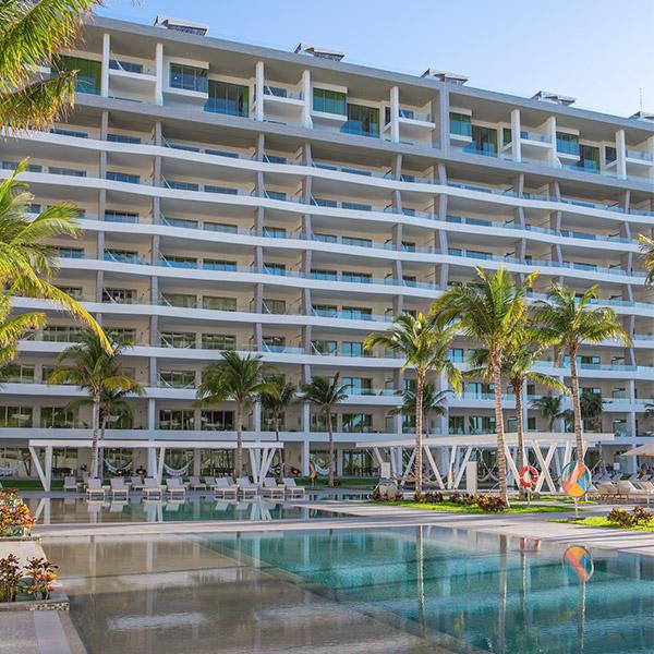 resortfacilitiespoolsgarzablancacancun6