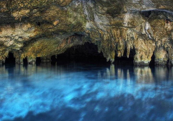 Cenote in Riviera Maya